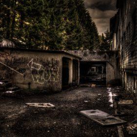 Clinique Du Diable - To the Garage
