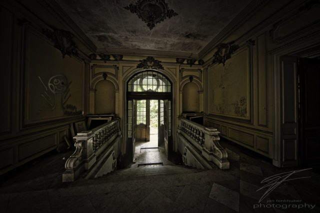 Main Entrance - The main entrance of the Château Lumière, an abandoned villa / mansion in Alsace, France