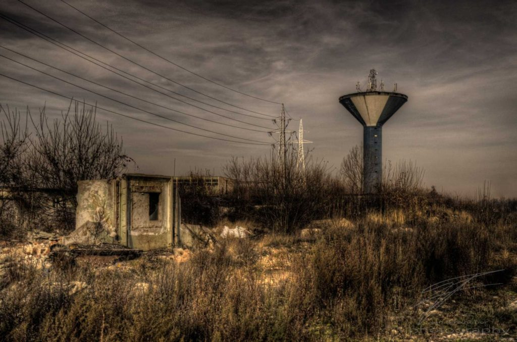 post_apocalypse - DSC00405_6_7_8_tonemapped.jpg