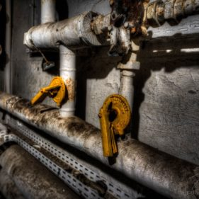 Regulation - Valves in the cellar of the Clinique du Diable